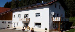 achatz-bauenhof- bayerischer-wald-gruppenferienhaus-deutschland-aussen