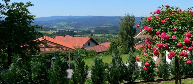 achatz-panorama-gruppen-ferienhaus-bayerischer-wald-aussicht-1400