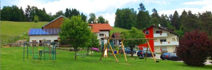 Kinderbauernhof mit Swimming-Pool u. Ponys Spielplatz
