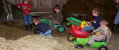 Familien mit Kinder machen Bauernhof Urlaub in Niederbayern
