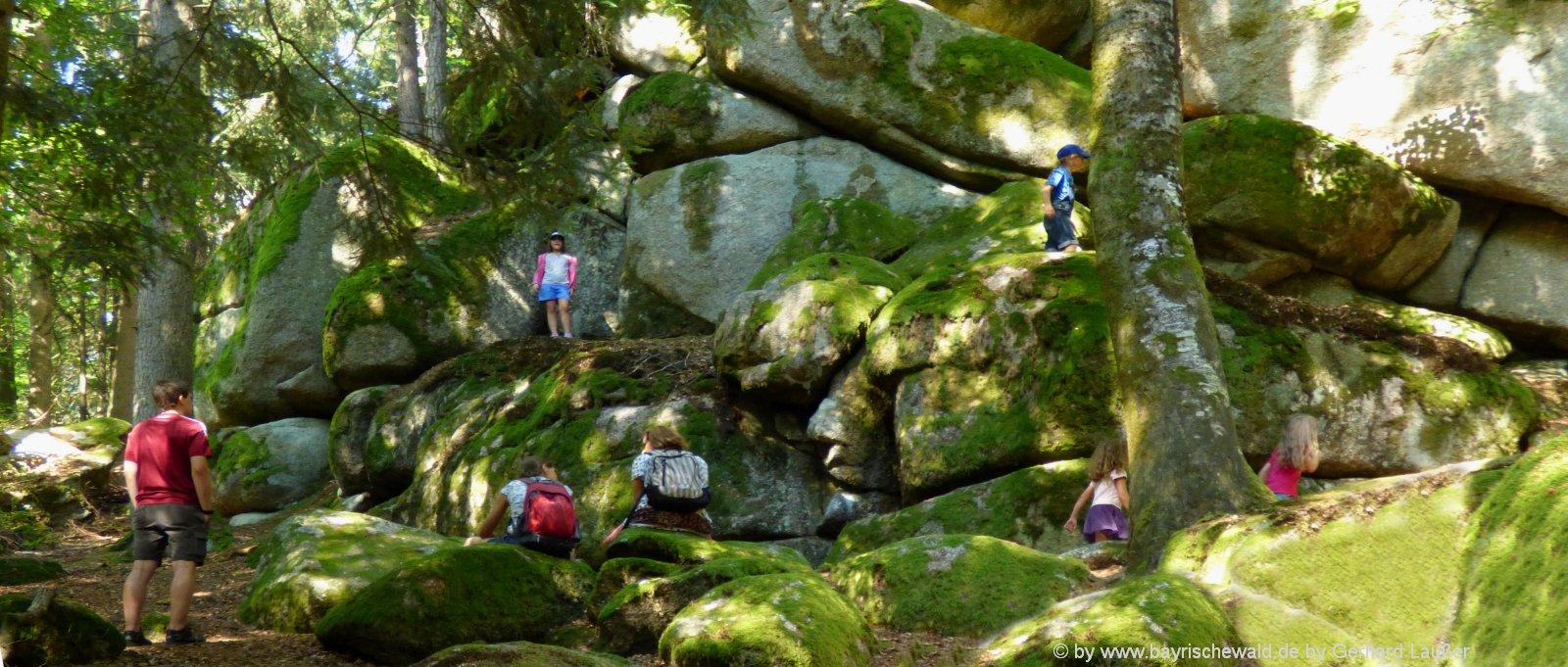 bayerischer-wald-sehenswertes-wanderung-felsen-familien-freizeittipp