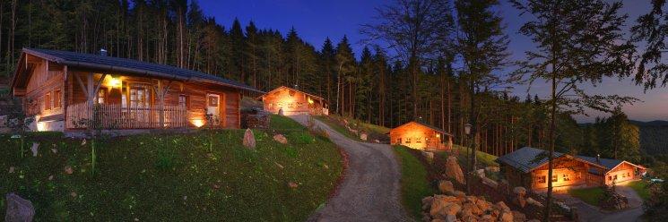 bergdorf-hüttenhof-bayerischer-wald-luxuschalets-berghütten-hauptbild-745