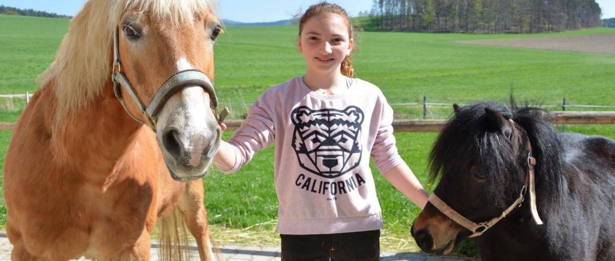 böhmerwald-kinder-familienhotel-wellness-mit-ponyreiten