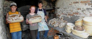 Erlebnisbauernhof Bayerischer Wald Kinder Brot backen