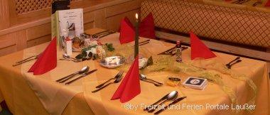 Bayerischer Wald Urlaub mit Vollpension am schön gedeckten Tisch
