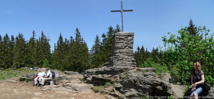 Ausflugsziele Bayerischer Wald - Gipfelkreuz am Falkenstein Berg im Nationalpark