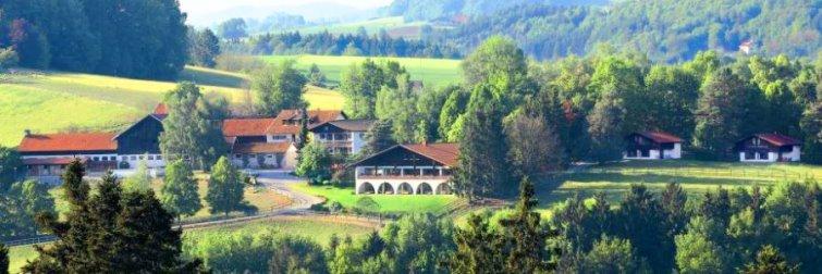 Bayerischer Wald Gut Feuerschwendt Ansicht Gutshof in Bayern