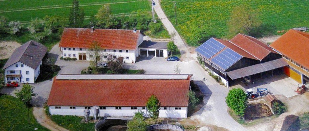 gschwandnerhof-bayerischer-wald-erlebnisbauernhof-kinder-familien-hofansicht-1600