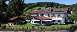 haus-am-berg-rinchnach-guenstiges-familienhotel-bayern-ansicht