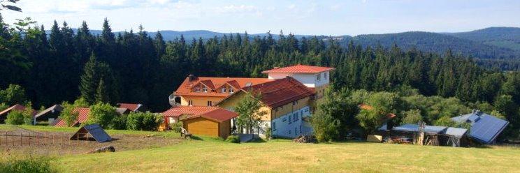 Urlaub mit Hund Hotelansicht Haus Waldeck Bayerischer Wald