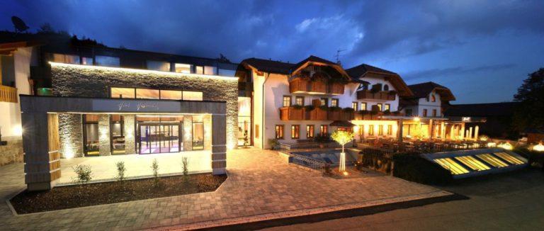 huettenhof-bayerischer-wald-hotel-whirlpool-im-zimmer-ansicht