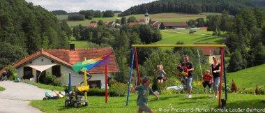 Bayerischer Wald Kinderbauernhof in Bayern mit Kinder Spielplatz