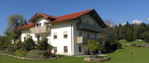 kopp-bayerischer-wald-ferienhaus-12-personen-gruppenhaus-bayern-ansicht