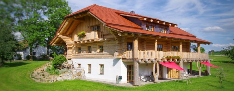Bayerischer Wald Bauernhof mit Luxus Blockhaus, Ferienwohnungen und Zimmer mit Frühstück