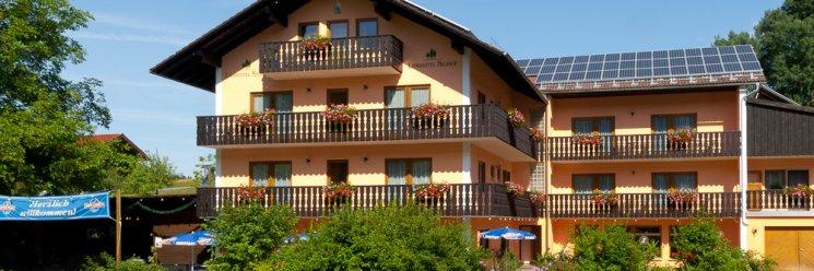 Bayerischer Wald Hotel mit Schwimmbad Ansicht