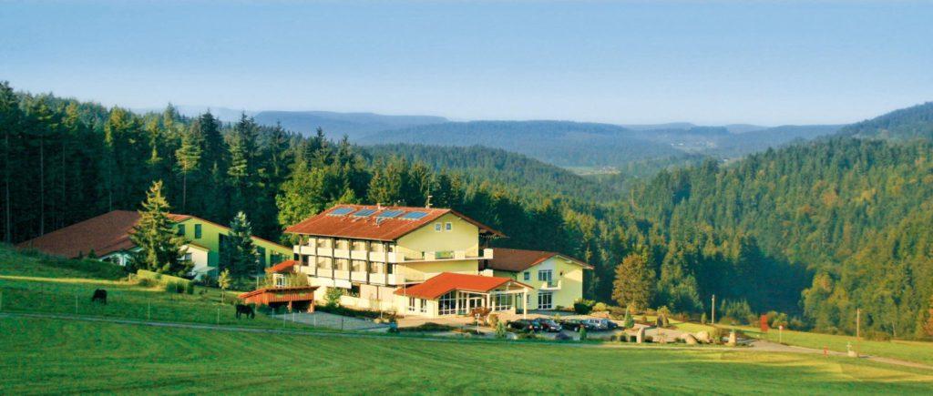 oedhof-boebrach-gesundheitshotel-bayerischer-wald-fastenhotel-bodenmais-panorama