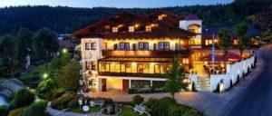 oswald-bayerischer-wald-romantikurlaub-fuer-zwei-bayern-romantik-hotel-aussenansicht-panorama-1600
