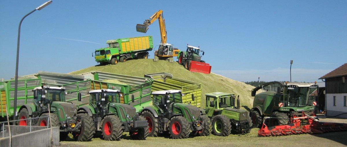 Traktor fahren am Bauernhof für Familientreffen und Gruppen in Bayern