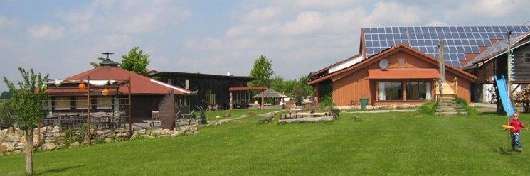 Ponyhof im Bayerischen Wald für Familien mit Kleinkinder Hofansicht