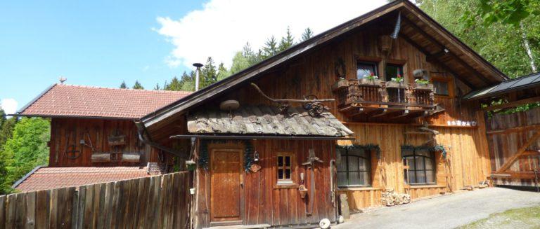 richards-museumshuette-bayerischer-wald-selbstversorgerhuette-bayern-8-10-personen