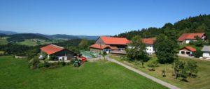 schaetzl-bauernhof-waldkirchen-familien-ferienhof-bayern-panorama
