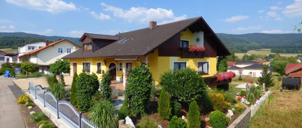 simon-4-sterne-ferienwohnungen-landhaus-urlaub-bayerischer-wald-ferienhaus-ansicht