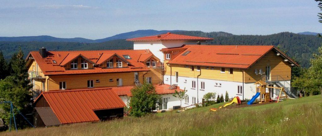 waldeck-koch-hotel-mitterfirmiansreut-hunde-pension-philippsreut-panorama-1600